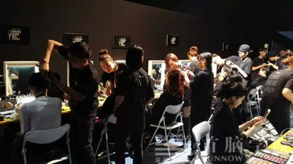 首脑学院化妆造型团队为时装周模特儿化妆