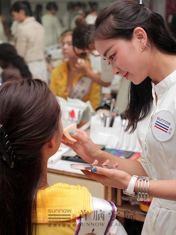 化妆造型培训学校首脑造型师团队妆点世模盛会