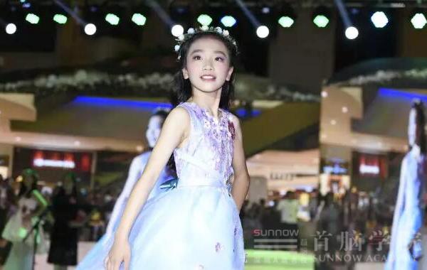 首脑化妆造型团队助力偶像星方向国际少儿模特电视盛典