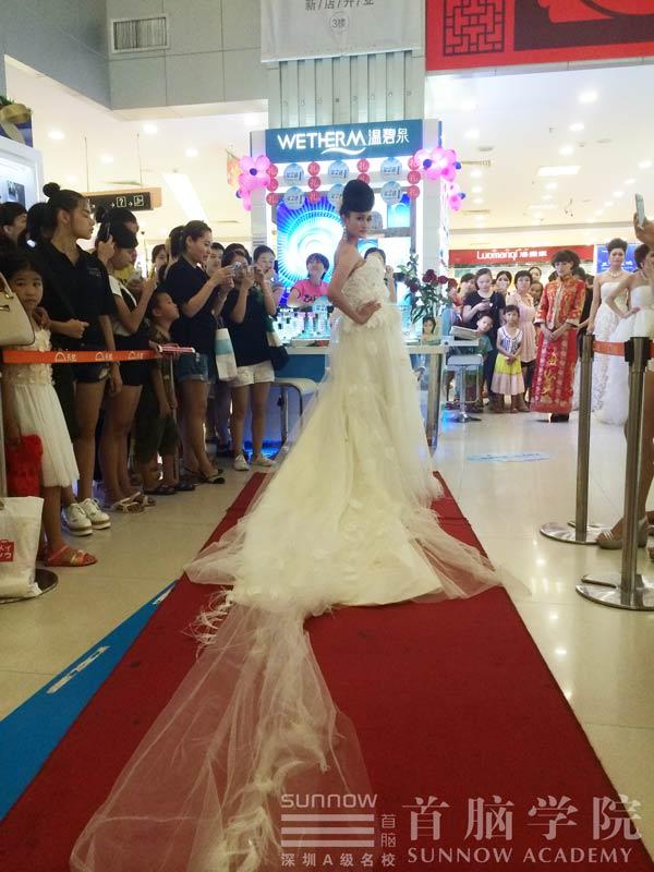 七夕献礼—龙华校区携手天虹举办大型时尚婚纱秀