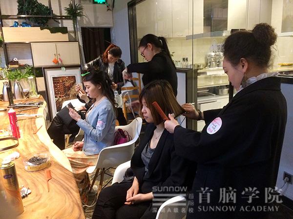"""南山首脑学院助阵""""三月天 女人如花""""活动"""