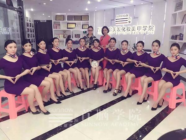 首脑学院宝安校区学员陆瑶与同学的形象管理展示