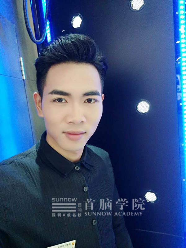 化妆男神——首脑学院宝安校区就业之星杨云福