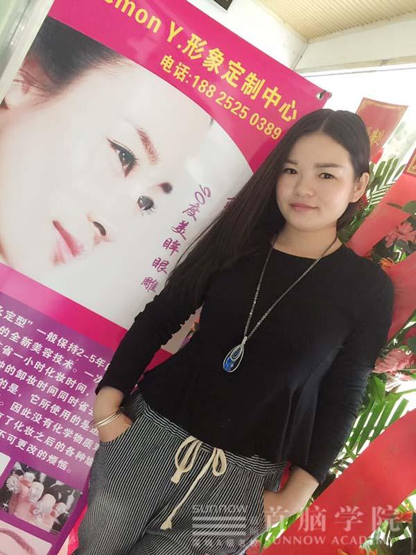 龙华校区形象设计学员杨春霞成功创业