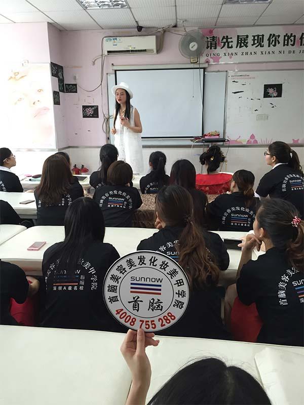 首脑学院龙华校区创业学姐回校分享