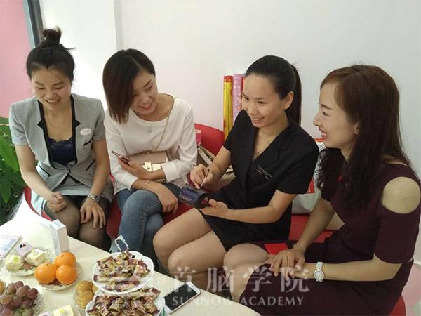 何爱立老师促成刘畅美容店的首单