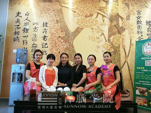 首脑学校王琦老师与杨金燕老师走访老学员创业项目