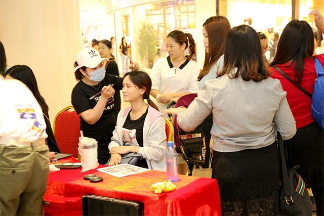 化妆师工资一般多少