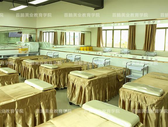 美容学校美容教室