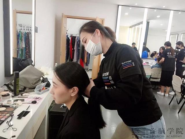 龙8娱乐网页版化妆造型
